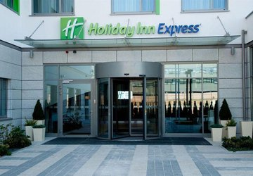 Фото Holiday Inn Express Warsaw Airport №